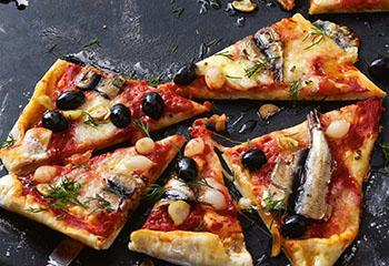 Pizza mit Sprotten und Chiliöl Foto: © Thorsten Suedfels