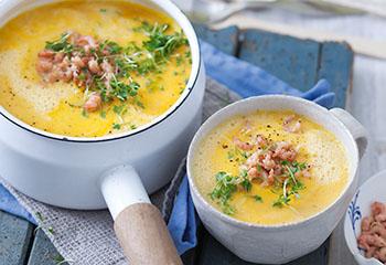Karotten-Erdäpfel-Suppe mit Krabben Foto: © Monika Schürle & Maria Grossmann