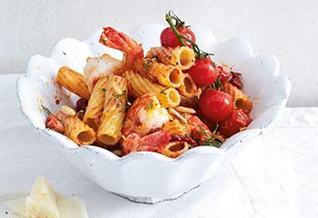 Pasta mit Speck, Tomaten und Garnelen Foto: © Thorsten Suedfels