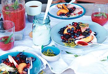 Fruchtsalat mit Thymianzucker und Crème fraîche Foto: © Jan-Peter Westermann