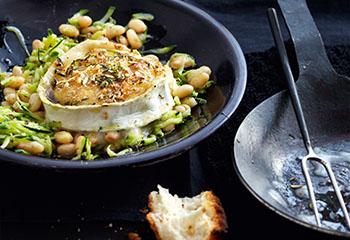 Gratinierter Ziegenkäse mit Zucchini-Bohnensalat Foto: © Thorsten Suedfels