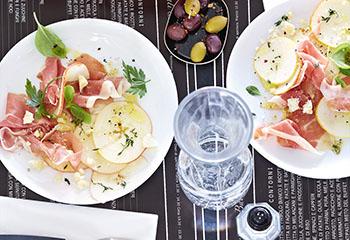Prosciutto di Parma mit marinierten Birnen Foto: © Janne Peters
