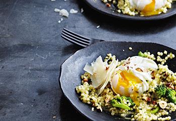 Gersten-Risotto mit Brokkoli und pochiertem Ei