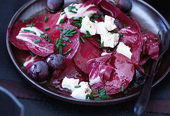 Roter-Rüben-Salat mit Radicchio und Ziegenkäse Foto: © Monika Schürle