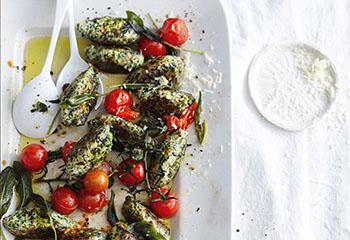 Schnelle Ricotta-Spinat-Nocken mit Tomaten Foto: © Thorsten Suedfels