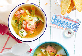 Fischsuppe Provence mit Knoblauchbaguette Foto: © Janne Peters