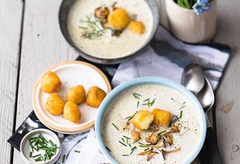 Pilzsuppe mit gebackenem Camembert Foto: © Maria Grossmann & Monika Schürle