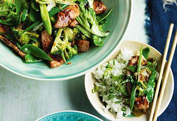 Schweinsfilet mit grünem Gemüse und Asia-Dressing Foto: © William Meppem