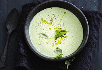 Erbsen-Basilikum-Suppe mit Joghurt Foto: © Thorsten Suedfels