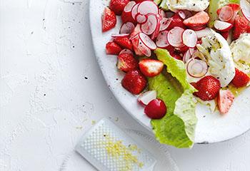 Erdbeer-Radieschen-Salat mit Mozzarella Foto: © Thorsten Suedfels