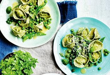 Tortellini mit Ricotta, Erbsen und Parmesan Foto: © William Meppern