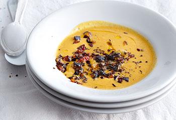 Linsen-Erdäpfel-Suppe mit Melanzani Foto: © Thosten Suedfels