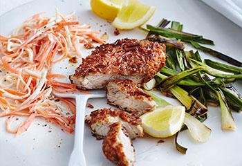 Salzstangen-Schnitzel mit Karotten-Sellerie-Salat Foto: © Thorsten Suedfels
