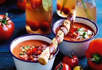 Bloody Mary Gazpacho mit Prosciuttostangerl Foto: © Ben Dearnley