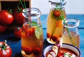Tomaten-Consommé mit Minze und Schnittlauch Foto: © Ben Dearnley
