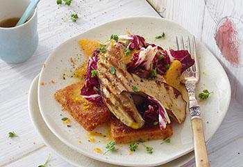 Lauwarmer Steinpilz-Orangen-Radicchio-Salat mit Polentaschnitten Foto: © Walter Cimbal