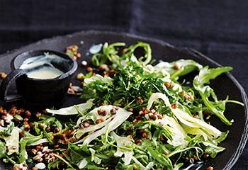 Rucola-Fenchel-Salat mit Linsen und Joghurt-Senf-Dressing Foto: © Thorsten Suedfels
