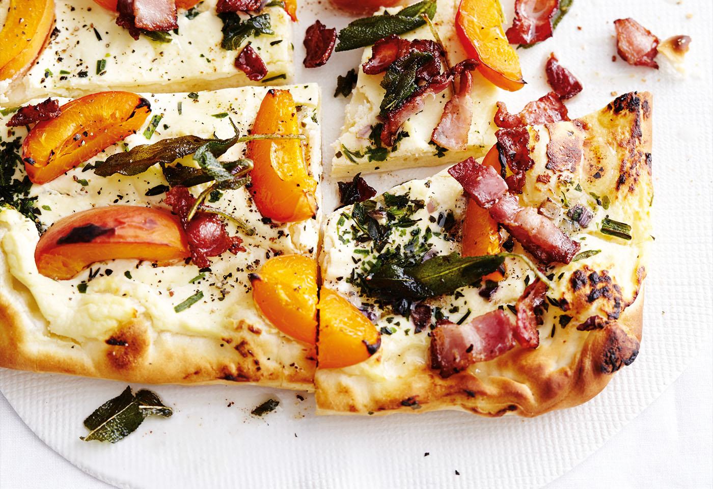 ricotta kr uter pizza mit nektarinen und speck frisch gekocht. Black Bedroom Furniture Sets. Home Design Ideas