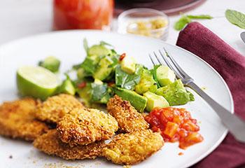 Nuggets und Avocadosalat mit Ananas-Ketchup Foto: © Monika Schürle