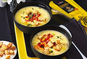 Polentasuppe mit Ofengemüse und Parmesan-Croûtons Foto: © Monika Schürle
