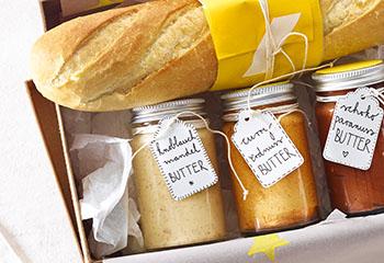 Knoblauch-Mandel-Butter & Curry-Erdnuss-Butter Foto: © Walter Cimbal
