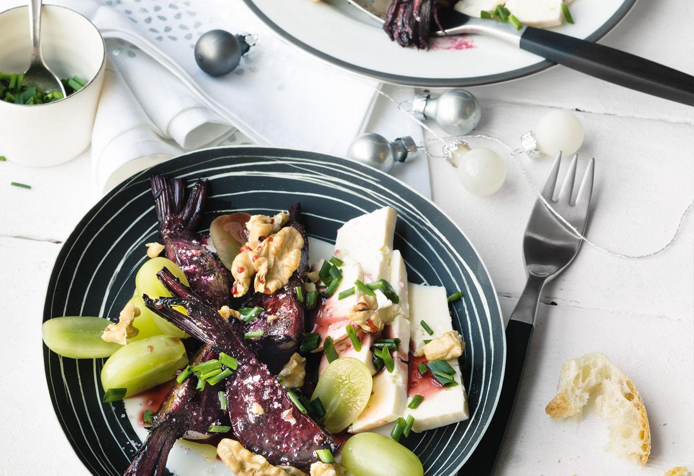 rote r ben salat mit feta waln ssen und weintrauben frisch gekocht. Black Bedroom Furniture Sets. Home Design Ideas