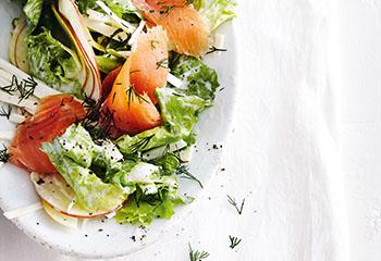 Endivien-Sellerie-Salat mit Apfel und Räucherlachs Foto: © Thorsten Suedfels