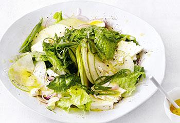 Grüner Salat mit Äpfeln und Feta Foto: © Thorsten Suedfels
