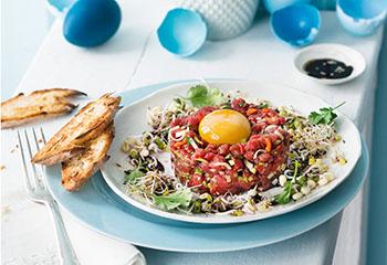 Beef Tatar mit Sesam, Chili und Koriander Foto: © Wolfgang Schardt
