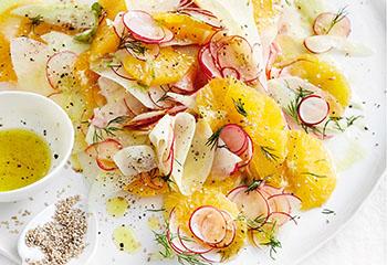 Kohlrabi-Radieschen-Orangen-Salat mit Dille und Sesam Foto: © Thorsten Suedfels