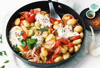 Gnocchi-Pfanne mit Tomaten und Mozzarella Foto: © Wolfgang Schardt