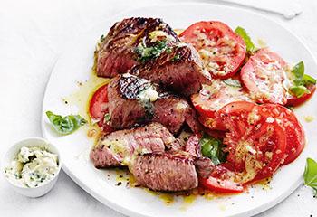 Steak mit Kräuterbutter und Tomatensalat Foto: © Thorsten Suedfels