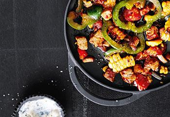 Fleisch-Gemüse-Pfanne mit Joghurt Foto: © Thorsten Suedfels