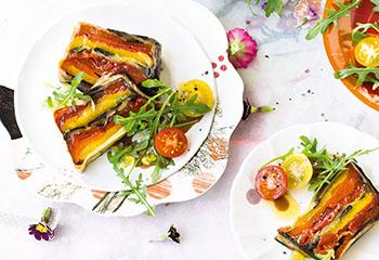 Paprika-Melanzani-Terrine mit Tomaten und Kräutern Foto: © Janne Peters