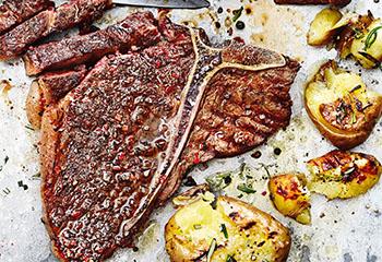 T-Bone-Steak mit Kaffee-Rub und Rosmarinerdäpfeln Foto: © Thorsten Suedfels