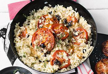 Risotto mit halb getrockneten Tomaten, Oliven und Ziegenkäse Foto: © Wolfgang Schardt