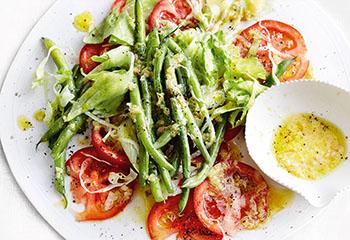 Tomatencarpaccio mit Fisolensalat Foto: © Thorsten Suedfels