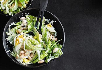Bohnen-Avocado-Salat mit Sellerie und Ei Foto: © Thorsten Suedfels