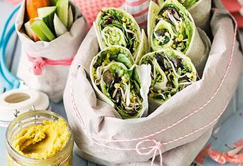 Wraps mit Avocadocreme, Feta und Sprossen Foto: © Janne Peters