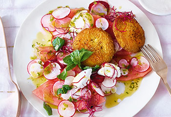Melonen-Radieschen-Salat mit Kohlrabischnitzeln Foto: © Walter Cimbal