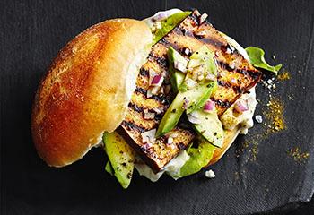 Burger mit Tofu und Avocado Foto: © Thorsten Suedfels