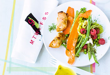 Salat mit Fisolen und Himbeer-Dille-Vinaigrette Foto: © Walter Cimbal