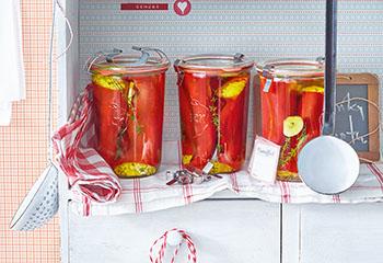Eingelegte gefüllte Spitzpaprika Foto: © Walter Cimbal