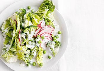 Brokkolisalat mit Joghurt-Mohn-Dressing Foto: © Thorsten Suedfels