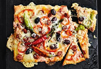 Pfefferoni-Pizza mit Cabanossi Foto: © Thorsten Suedfels