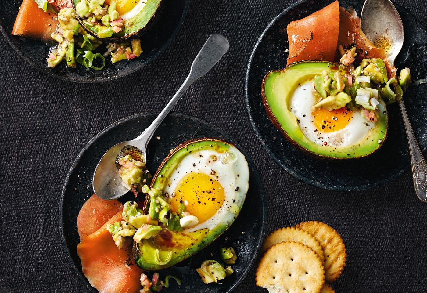 gebackene avocado mit ei und r ucherlachs frisch gekocht. Black Bedroom Furniture Sets. Home Design Ideas