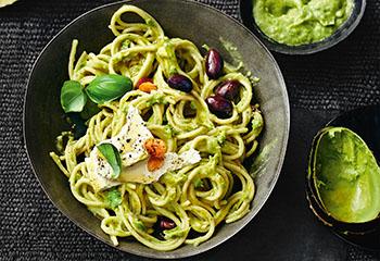 Spaghetti mit Avocadosauce und Feta Foto: © Thorsten Suedfels