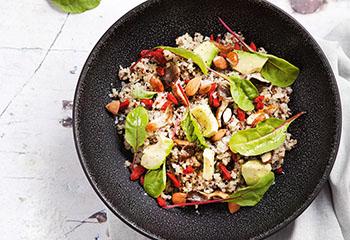 Quinoasalat mit Gojibeeren, Pilzen und Avocado Foto: © Julia Stix