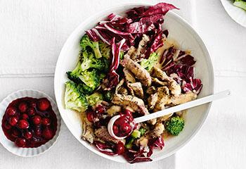 Rindsgeschnetzeltes mit Brokkoli, Radicchio und Cranberrykompott Foto: © Thorsten Suedfels