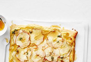 Süße Apfelpizza mit Thymiansirup Foto: © Thorsten Suedfels